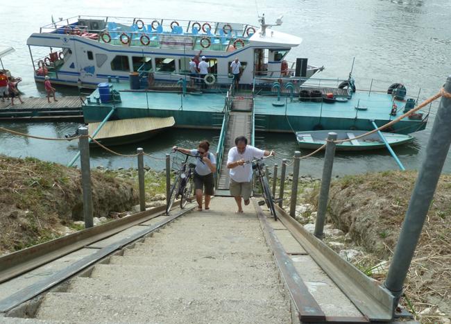 in-barca-e-in-bicicletta