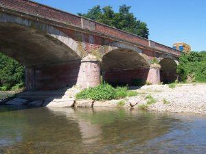 Il ponte sul Po in località Pesci Vivi (foto archivio Provincia)